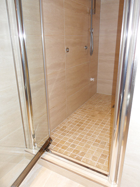 Steam / shower room with body jets