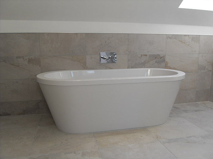Free standing bath with wall mounted bath filler